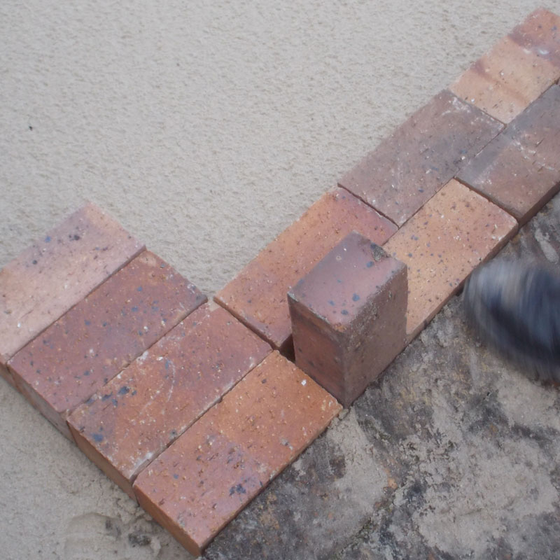 Lay some brick paving in your garden 15