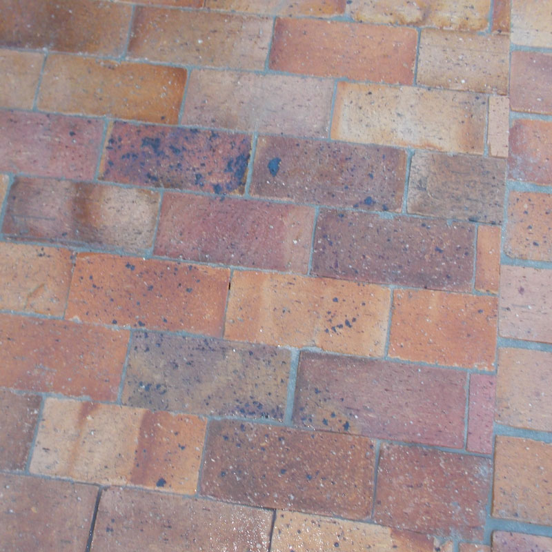 Lay some brick paving in your garden 24